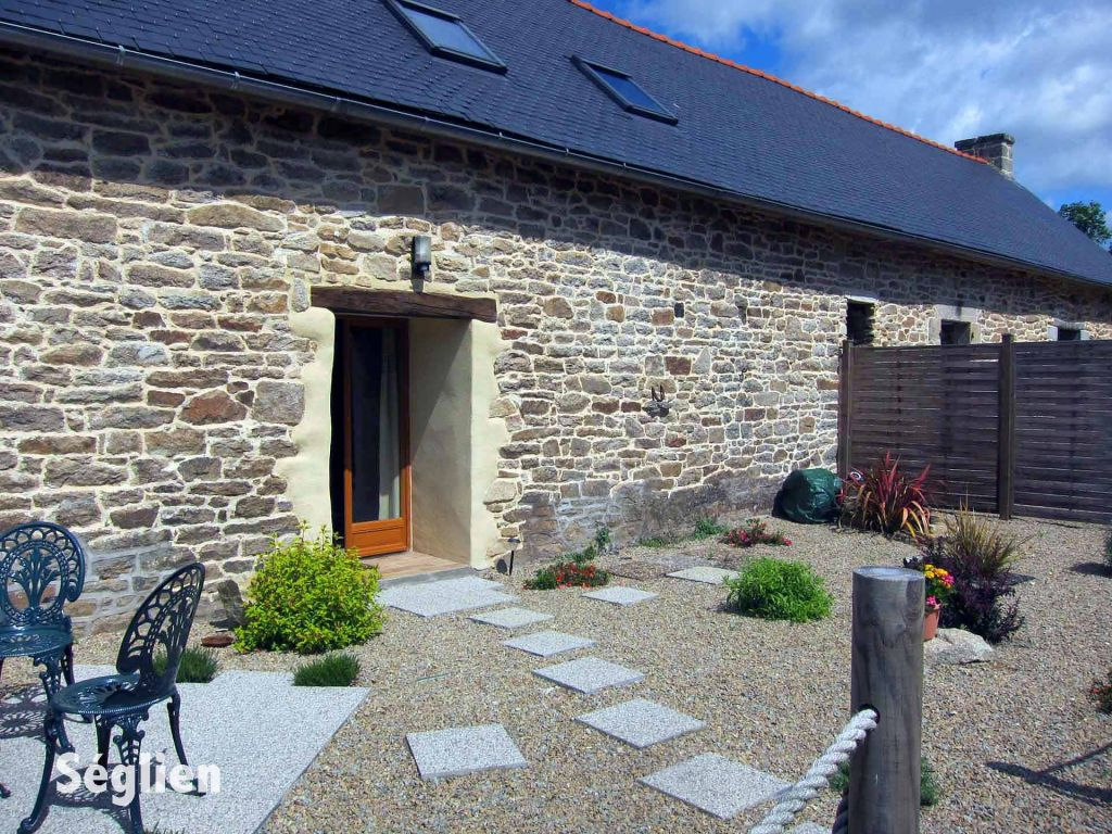 Save 10% on winter breaks at this cosy #Brittany cottage near #Pontivy - it&#39;s a great base for exploring the region #cycling or taking beach walks and enjoying great local food  https://www. holidayfrancedirect.co.uk/holiday-rental s/BM003512_B/index.htm &nbsp; … <br>http://pic.twitter.com/JUuJsv12JT