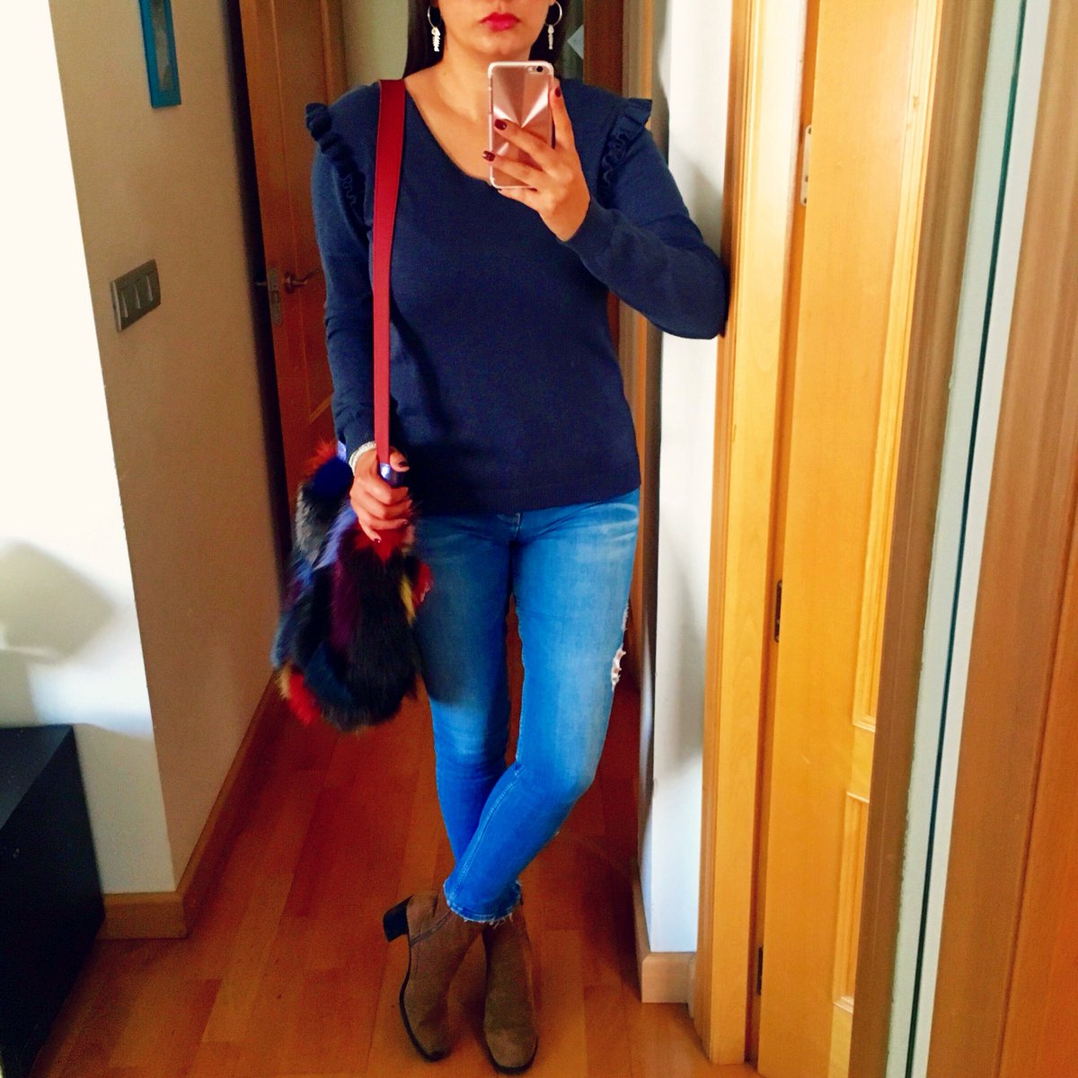 What you do today can improve all your tomorrow! #BAG @GloriacaOficial #BOOTS &amp; #JEANS @Zara #EARRINGS @MomaCartagena #Look #Lookoftheday #Lookdeldia #WearingToday #Outfit #OOTD #Outfitoftheday #Style #Styles #Stylish #Fashion #Zara #Gloriaca #PequeñaMoma #Shakis100 @Shakis100<br>http://pic.twitter.com/hWKwvzOsKU