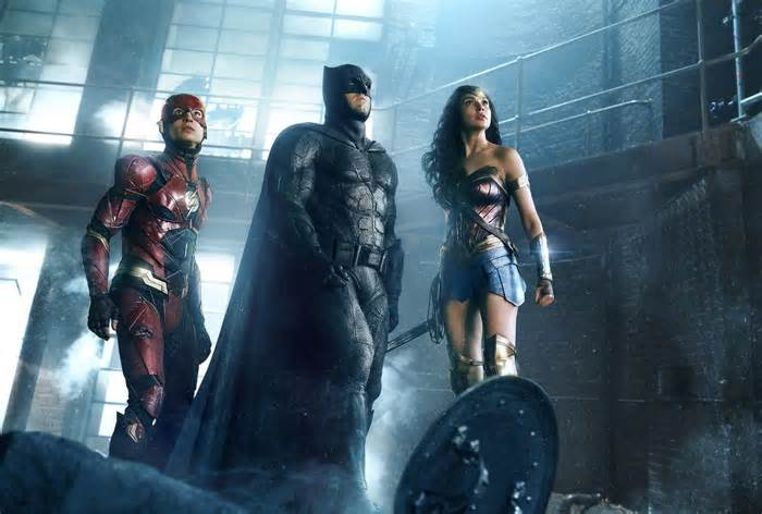 Rotten Tomatoes under fire for timing of &#39;Justice League&#39; review #rotten #tomatoes #under #timing #justice #league #review  http:// dlvr.it/Q1nLr6  &nbsp;  <br>http://pic.twitter.com/0QVdd24P4W