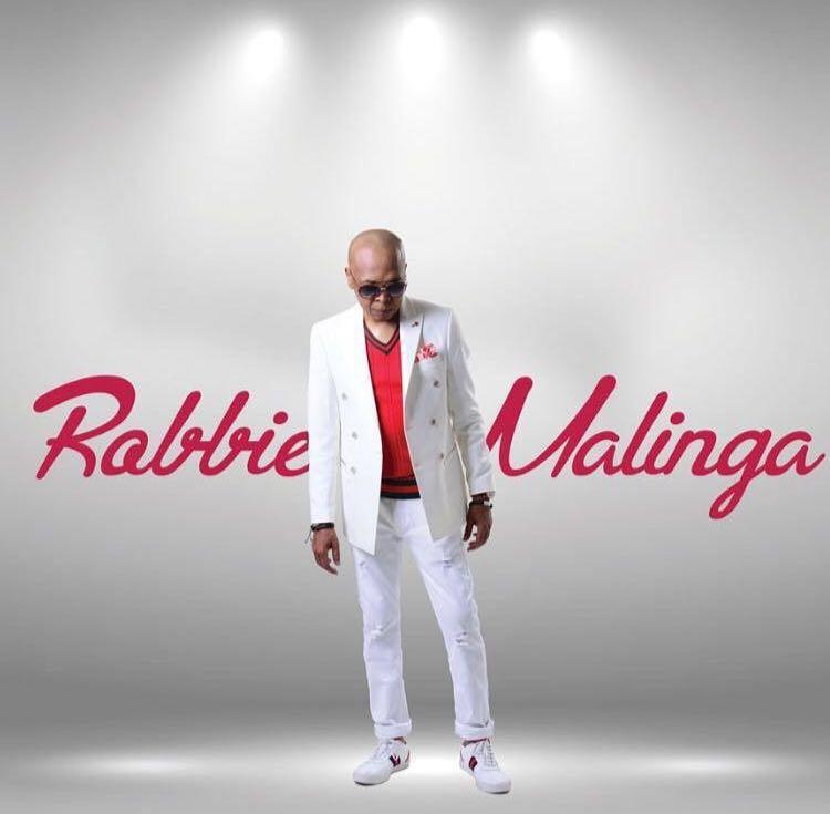#IdolsSA Robbbie waiting 4 Mtho lyk 👇 ht...