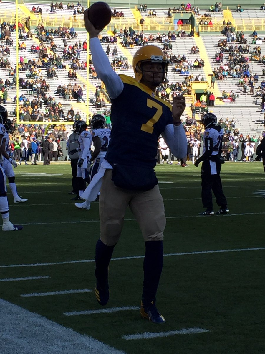 #Packers offense in the throwbacks <br>http://pic.twitter.com/XWNYFagJ7r