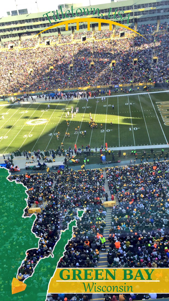 Look closely at the field. Maybe turn your phone left and then try and tell me that&#39;s not #Batman ...   #Packers #NFL<br>http://pic.twitter.com/n3Wc9edhJI