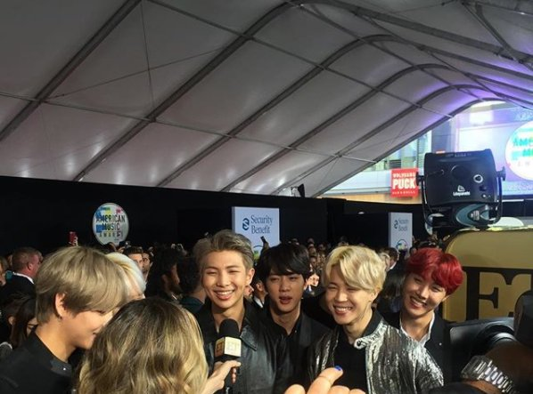 #BeyondtheScenes: All smiles from BTS on...
