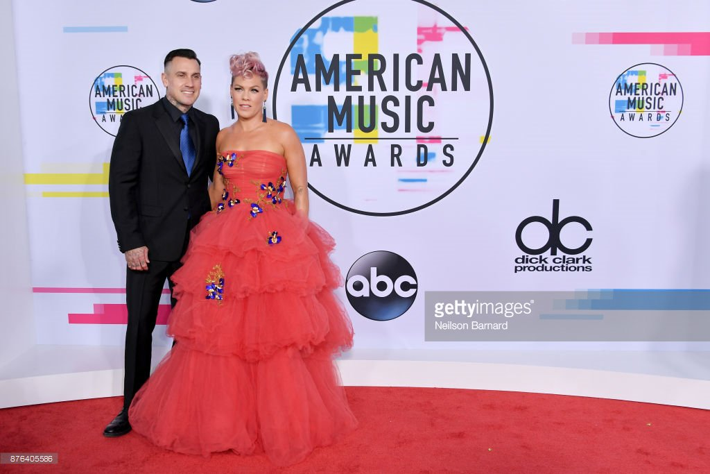 RT @PopCrave: P!nk and Carey Hart together at the #AMAs red carpet! https://t.co/fBg95Ojoy9