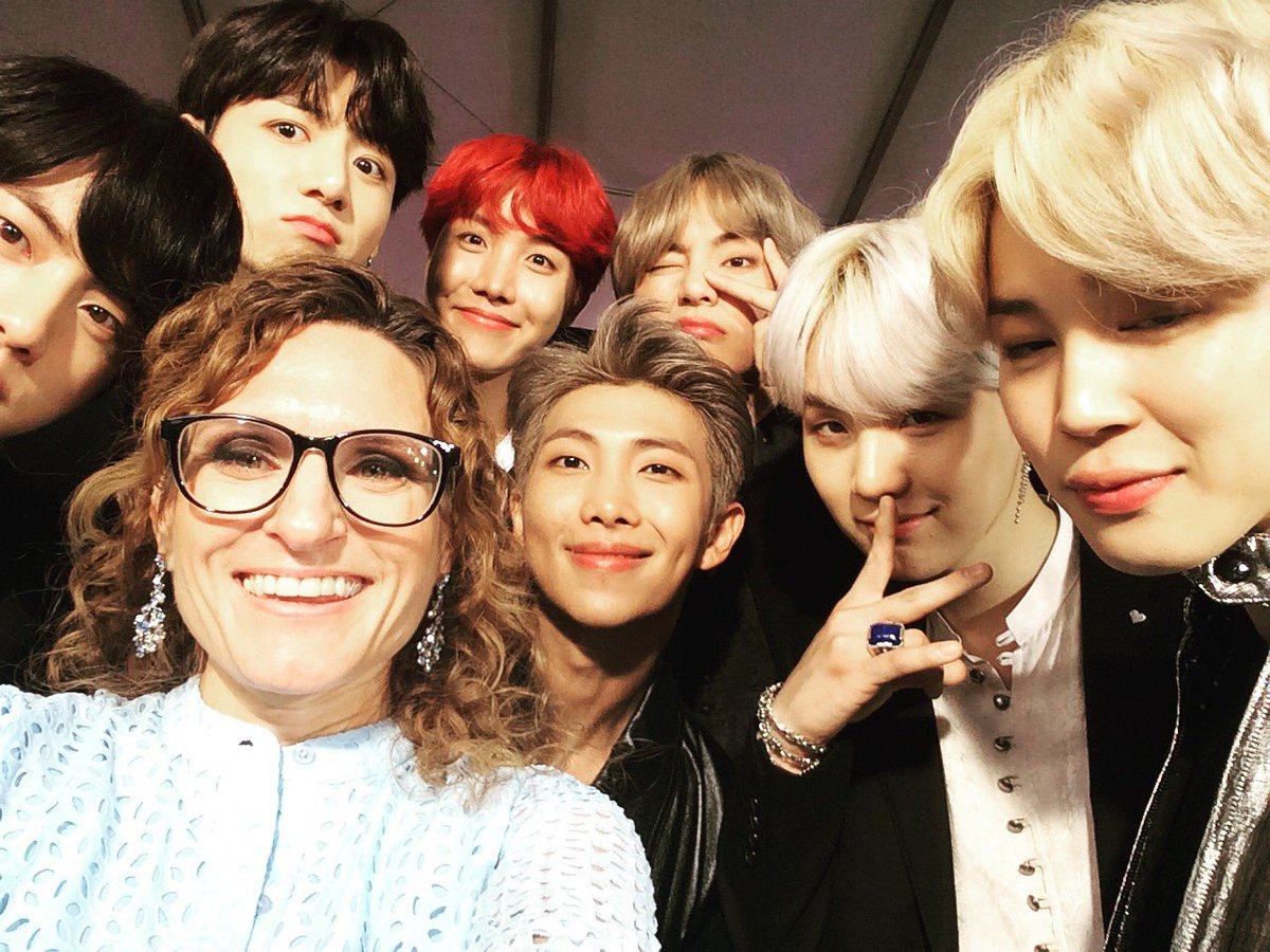 More #BTS ❤️ at the #AMAs! Am I in the #...