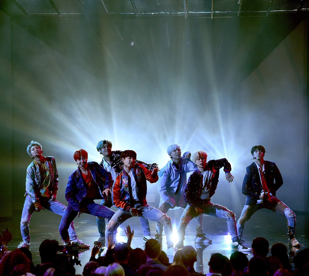 THEY DID THAT   #BTSxAMAs #AMAs https://...