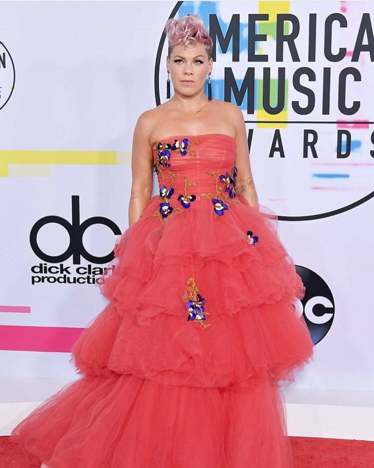 RT @M_Lhuillier: @Pink is a dream at the @AMAs in #moniquelhuillier 💙💙 https://t.co/N5HVXkDprW