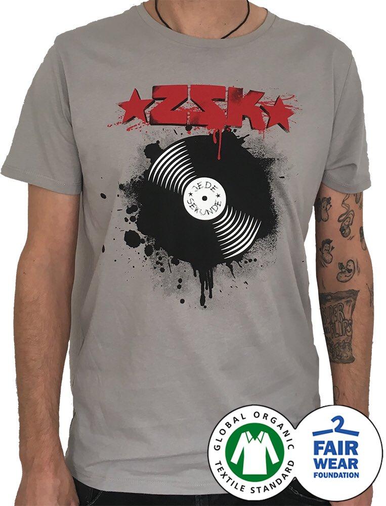 Verschärftes Shirt. 100% Fairtrade. Gibt es im Package mit den signierten Vinylsingles in Pink. http://www.volume-clothing.com #jedesekunde #zsk #vinylpic.twitter.com/YRCWan0JEx