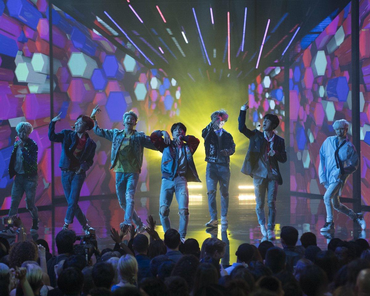 BTS performing at the #AMAs @bts_bighit...