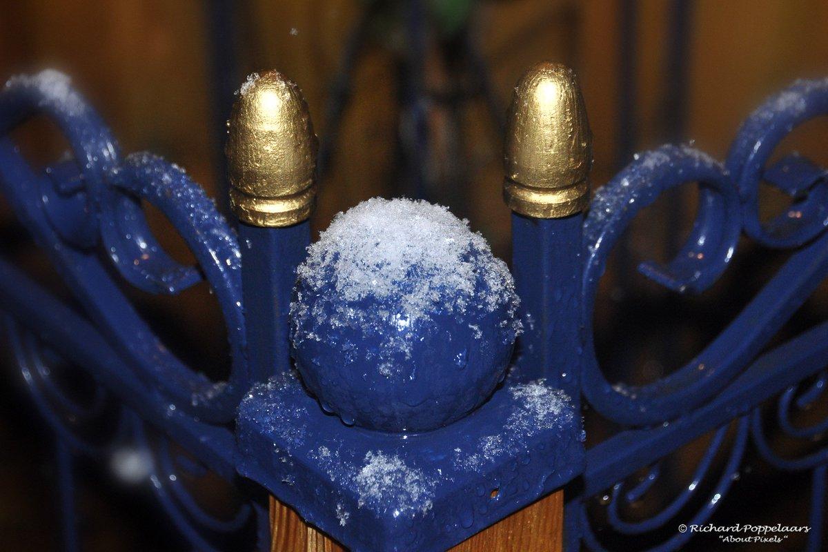 Goedemorgen, maar nat vandaag met veel #regen in #hellevoetsluis! Altijd nog beter dan het vroege ochtendbeeld op deze datum in 2013, toen viel het eerste beetje #sneeuw @OPVoornePutten. Fijne week! Ps: nog 10 dagen tot de meteorologische winter...