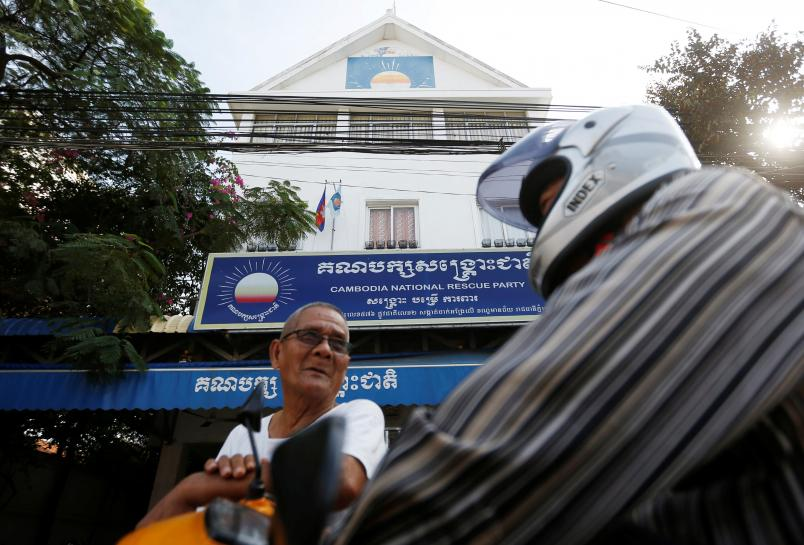Cambodia's opposition gives up posts after ban https://t.co/mLa0VhUogN https://t.co/GlSoc9wtyV