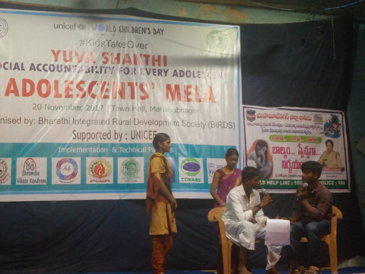 Adolescents express their issues on gender equality and empowerment through skit and dance in Mahbubnagar #Telangana @UNICEFIndia #KidsTakeOver #WorldChildrensDay<br>http://pic.twitter.com/quMEIn1ryB