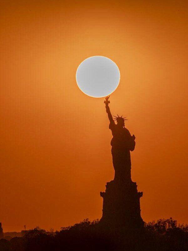 #NewYork #music #art  My song!  http:// youtu.be/cuw8VNzw_Z8  &nbsp;  <br>http://pic.twitter.com/3aewPaLn6B