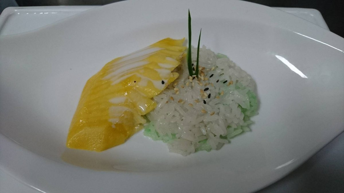 Mums... delicious mango with sticky rice...