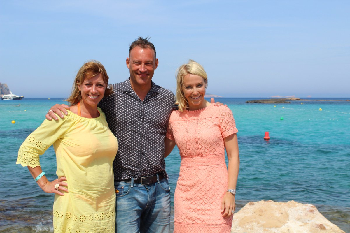 Winter Sun is returning to your screens today! Tune in at 3:00pm to find out whether @thisisheart DJ @tobyanstis can bag himself a property in #Ibiza, with a little help from our very own @laurahamiltontv -  http:// bit.ly/2izPVdt  &nbsp;   <br>http://pic.twitter.com/0lBHBSEWqz
