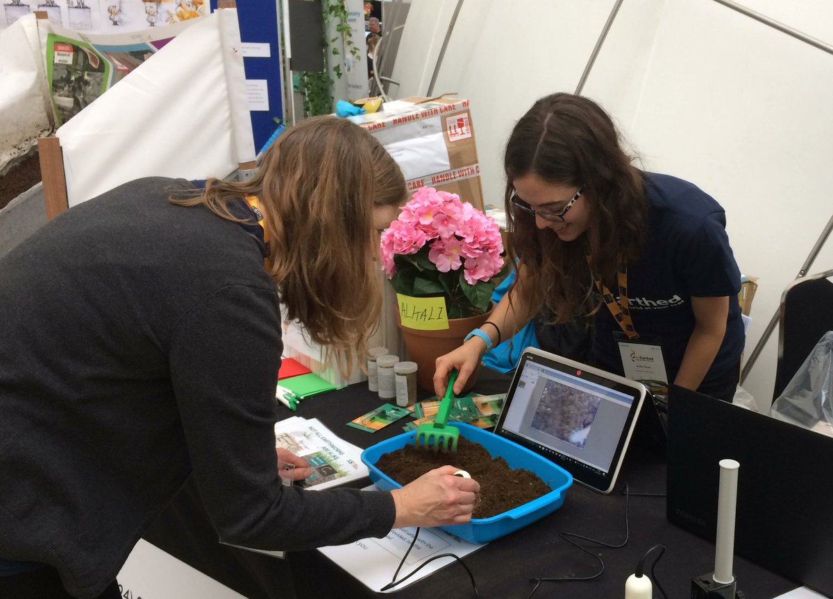It turns out the @Soil_Security #soil #safari isn't just for the kids @NERCscience #UnEarthed2017!<br>http://pic.twitter.com/JIYWBf8dFs