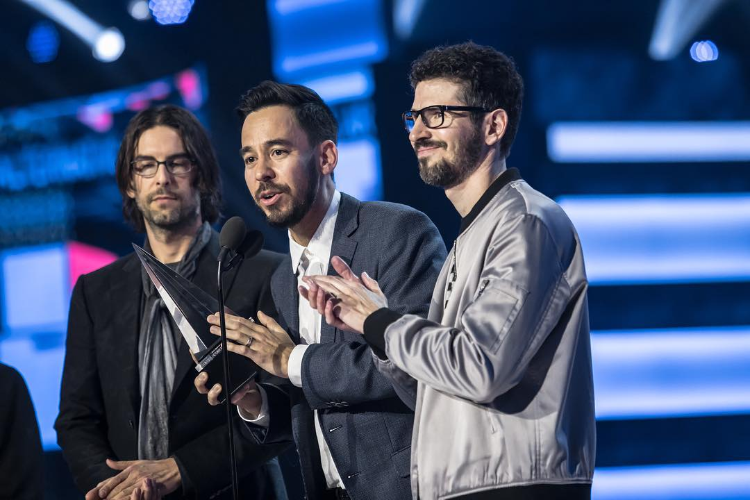 Linkin Park paid tribute to Chester Bennington at the 2017 AMAs. https://t.co/YbmdFedfuz https://t.co/AmVXbyZOFT