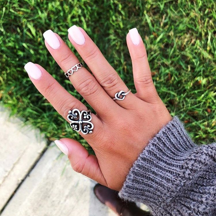 We're ready for sweater weather with this bright #manimonday from @sofiaarincon! Share your mani and favorite James Avery jewelry with #myjamesavery. #regram <br>http://pic.twitter.com/lgrlWKPjpb