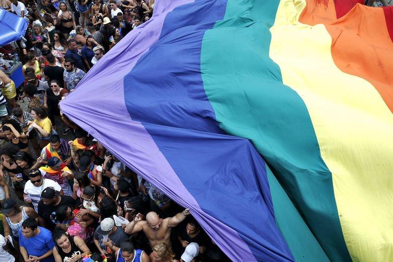 Parada do Orgulho LGBT do Rio reúne milhares de pessoas em Copacabana Pela primeira vez, evento não recebeu nenhum aporte da prefeitura da cidade, que alegou problemas financeiros