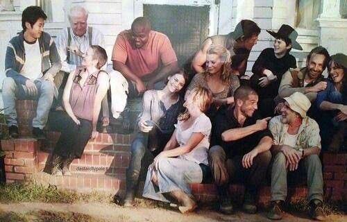 RT @MovieGrafTR: Ah, mazi... The Walking Dead'in 2. sezonunun kamera arkasından nostaljik bir fotoğraf. https://t.co/sxe3LnDWZG