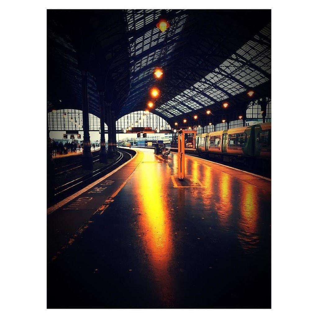 Brighton station #brighton #brightonstation #reflection #reflections #dampmorning #platform #wetplatform #brightlights  http:// ift.tt/2zYkgtz  &nbsp;  <br>http://pic.twitter.com/2UXI2K9z57