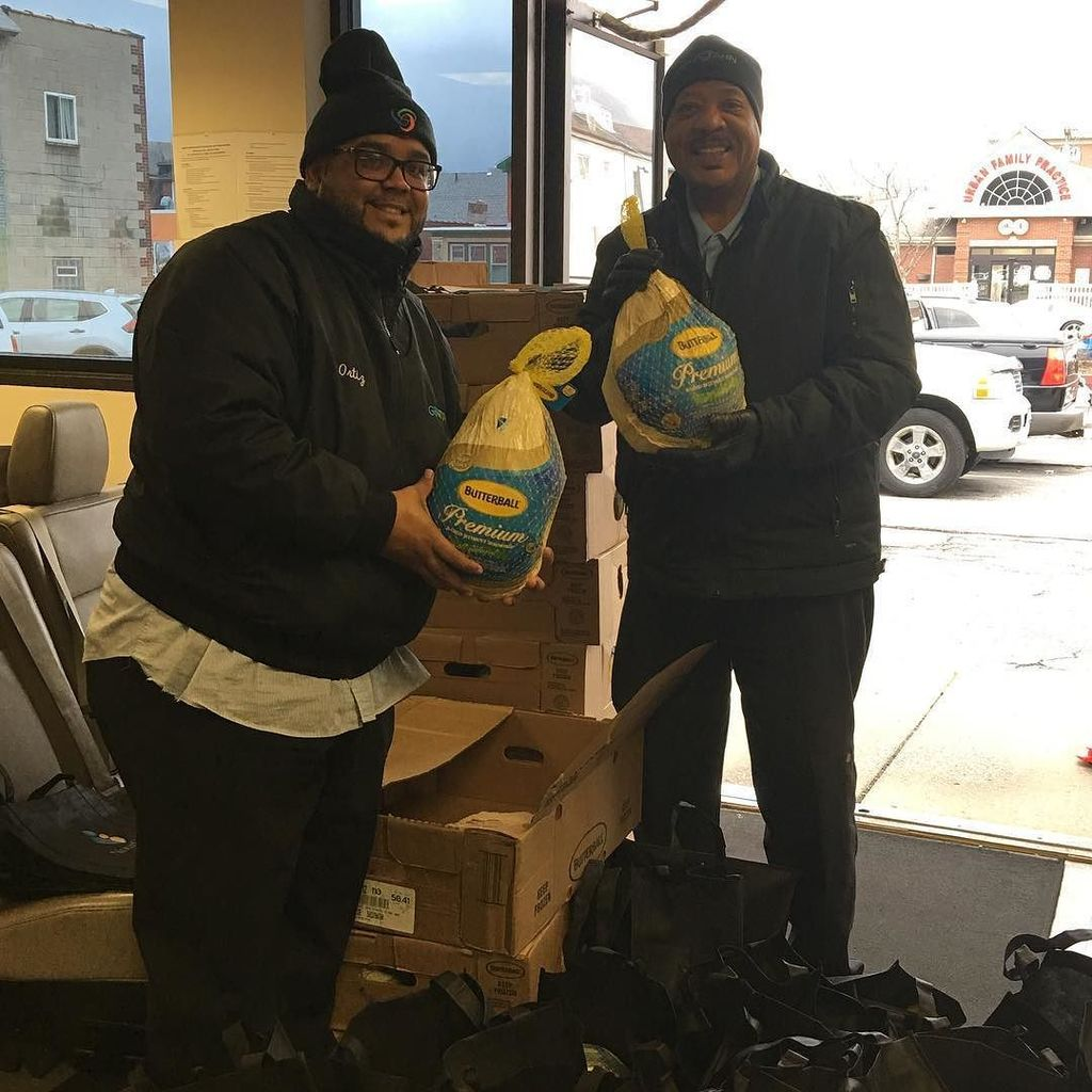 Thank you to our #transportationdepartment for their help with our #turkey  #giveaway for #thanksgiving #communityhealth #giveback #givingback #donation #buffalony #buffalove  http:// ift.tt/2hHKhVK  &nbsp;  <br>http://pic.twitter.com/LT17Nk20vO