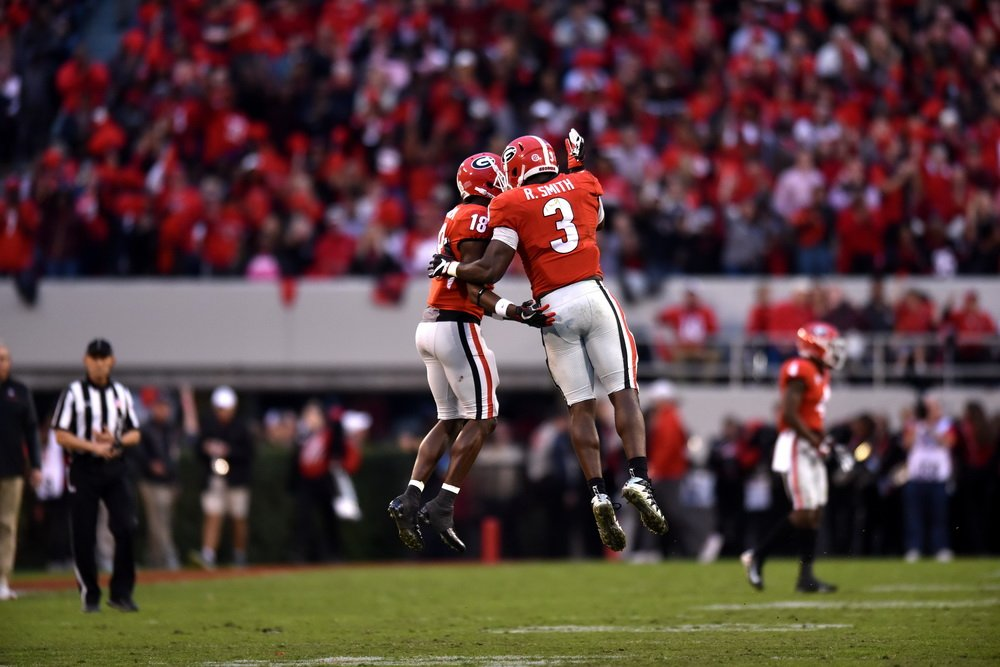 #UGA&#39;s Roquan Smith has been named one of 5 finalists for the 2017 Butkus Award, given annually to the nation's best collegiate linebacker. <br>http://pic.twitter.com/PbvDmxghFt