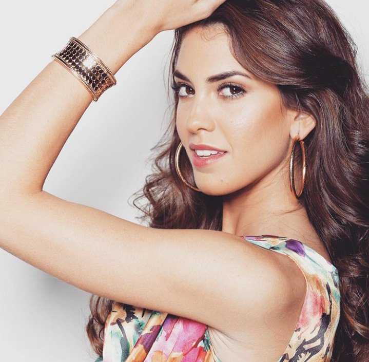 RT @RossFanNovelVdc: Me encantaría un top 2 entre #MissUniverse #Argentina y #Mexico lo juro. https://t.co/AVHo8XdBZq