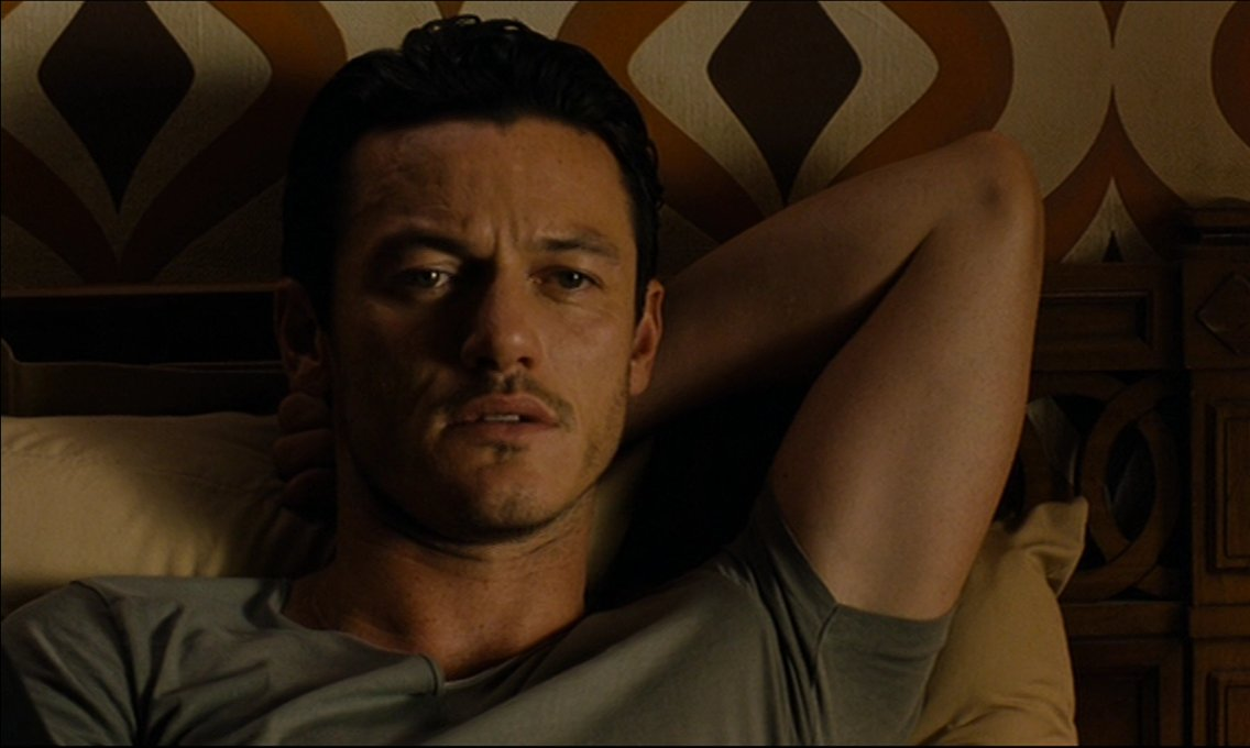 Back home, so let&#39;s have Day20 #Evember #Driver #LukeEvans So many cool pics from this movie, tough to pick favorites. Of course that smirk in the end...!! Happy Monday &amp; new week <br>http://pic.twitter.com/vaywk7sD0U