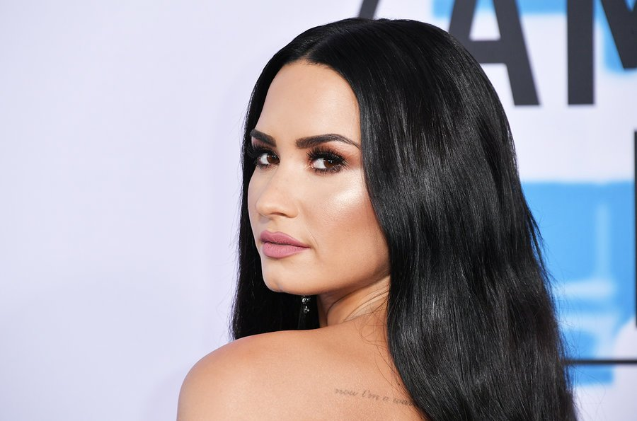 The #AMAs' best beauty moments 😍 https:/...
