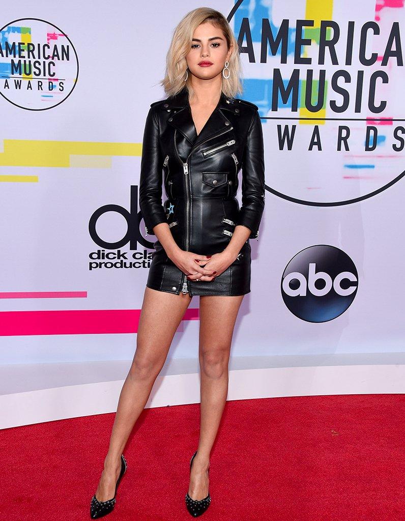 #People Selena Gomez fait sensation avec son nouveau look aux American Music Awards https://t.co/2JaRK4fmt7