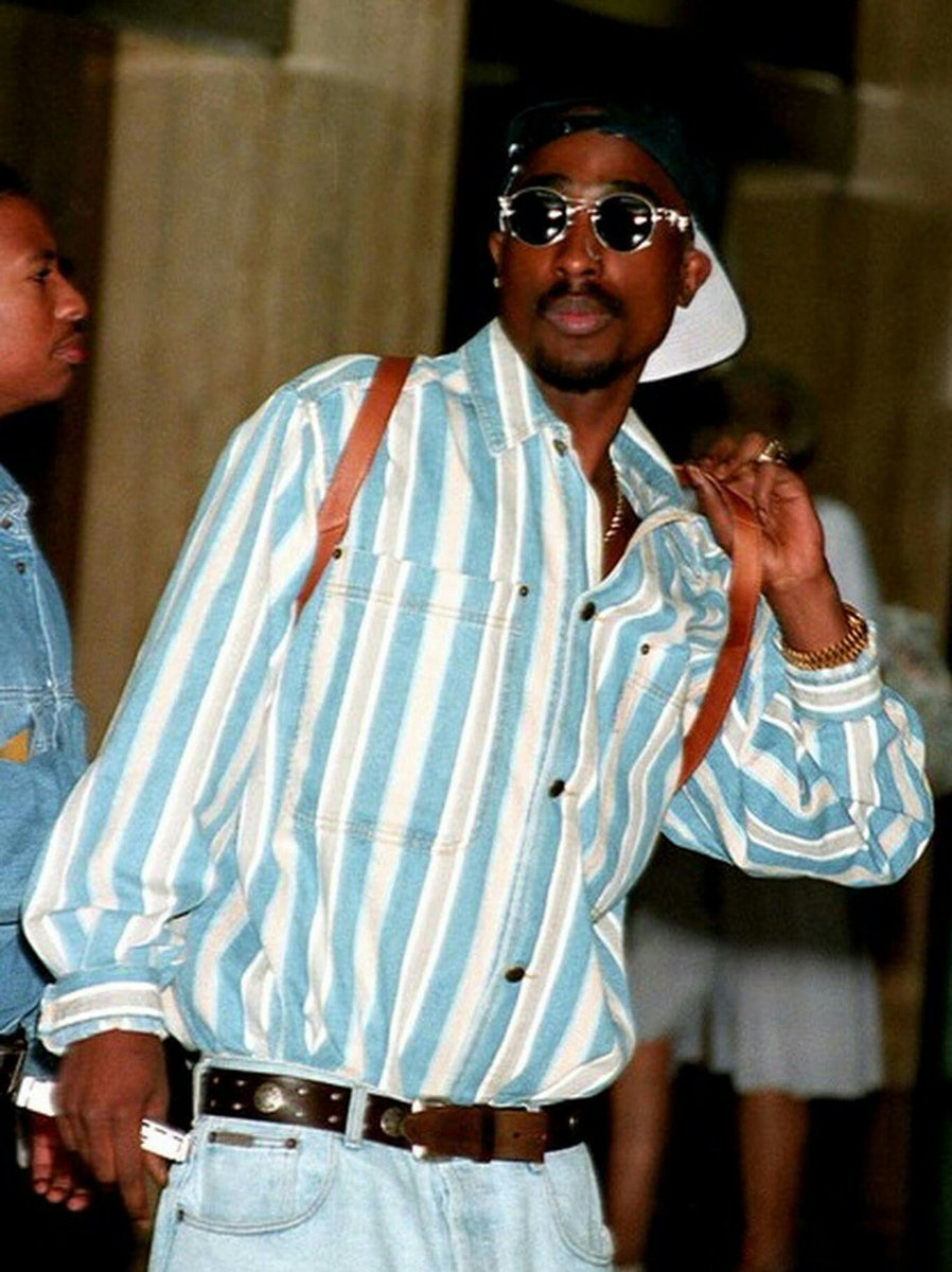 casual in @cartier 1995   #tupacshakur #tupac #pac #makaveli #cartier #cartierframes #mcm #sunglasses #glasses #blue #stripes #blackboyjoy #melanin #restinpower #rip #style #fashion #streetstyle #streetwear #streetfashion #potd #legend #hiphophead #hiphop #rap<br>http://pic.twitter.com/eO9K8oodXU