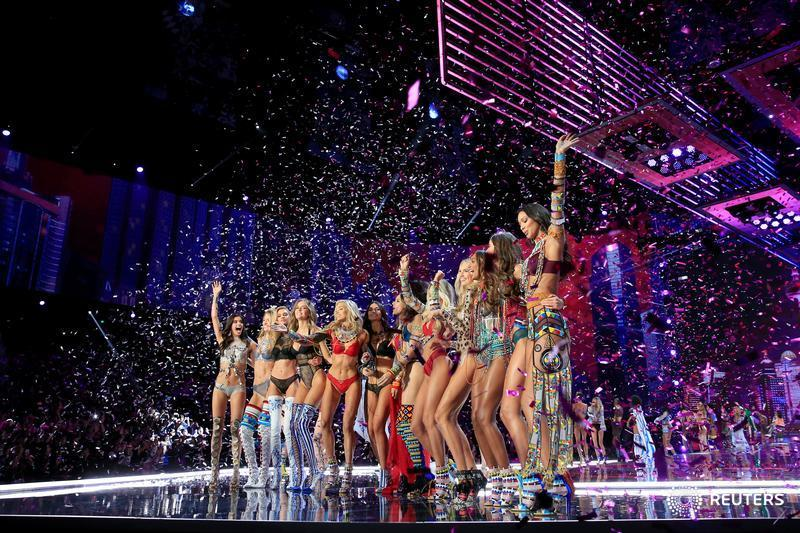 Angels or demons? Politics hovers over Victoria's Secret's first fashion show in China. http://ow.ly/T0Eh30gHKsK  @Reuters