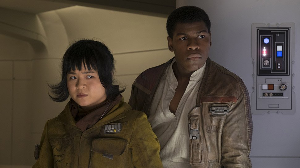 #TheLastJedi's Kelly Marie Tran got hired during her lunch break, had to go back to work: https://t.co/SWIhfBhXWg https://t.co/Lq2WUbuQKH