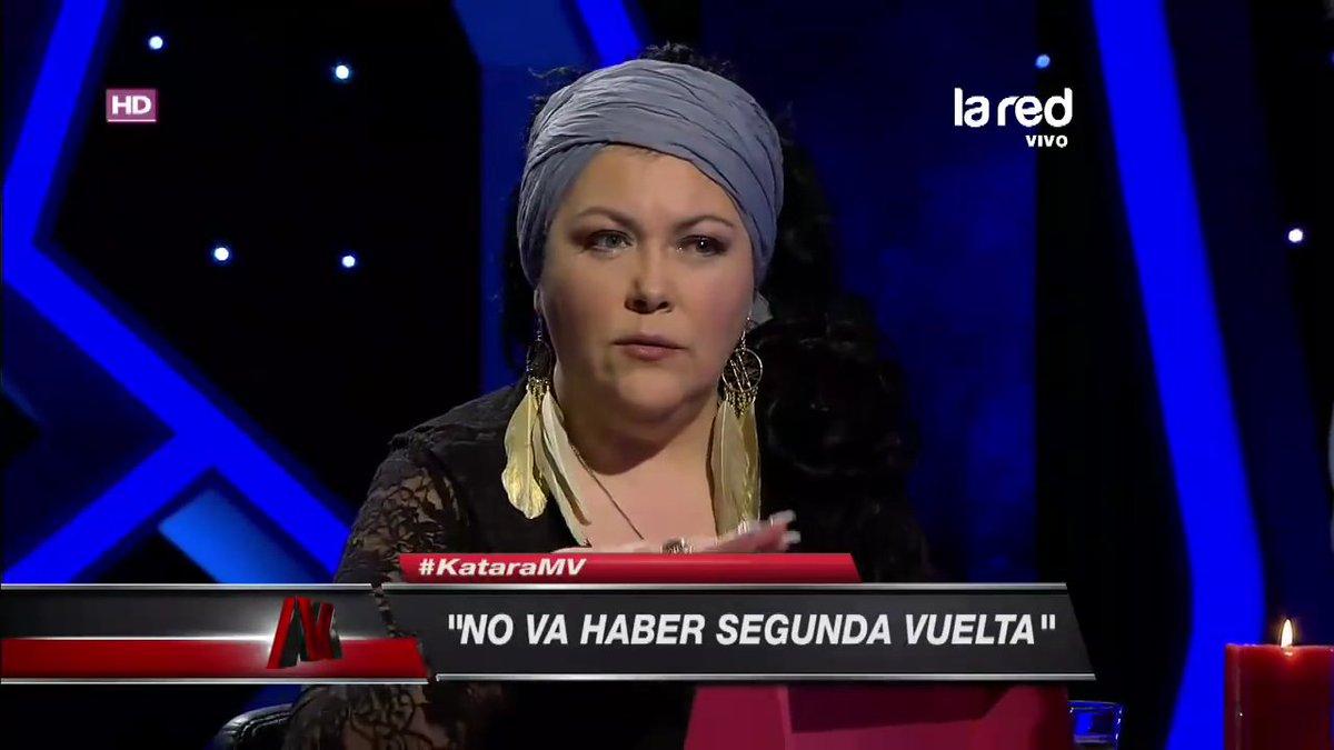 RT @Televisivamente: Hola amig@s, les traigo un maravilloso archivo. Hoy: predicciones con tarotistas. https://t.co/mJLPXnbN3j