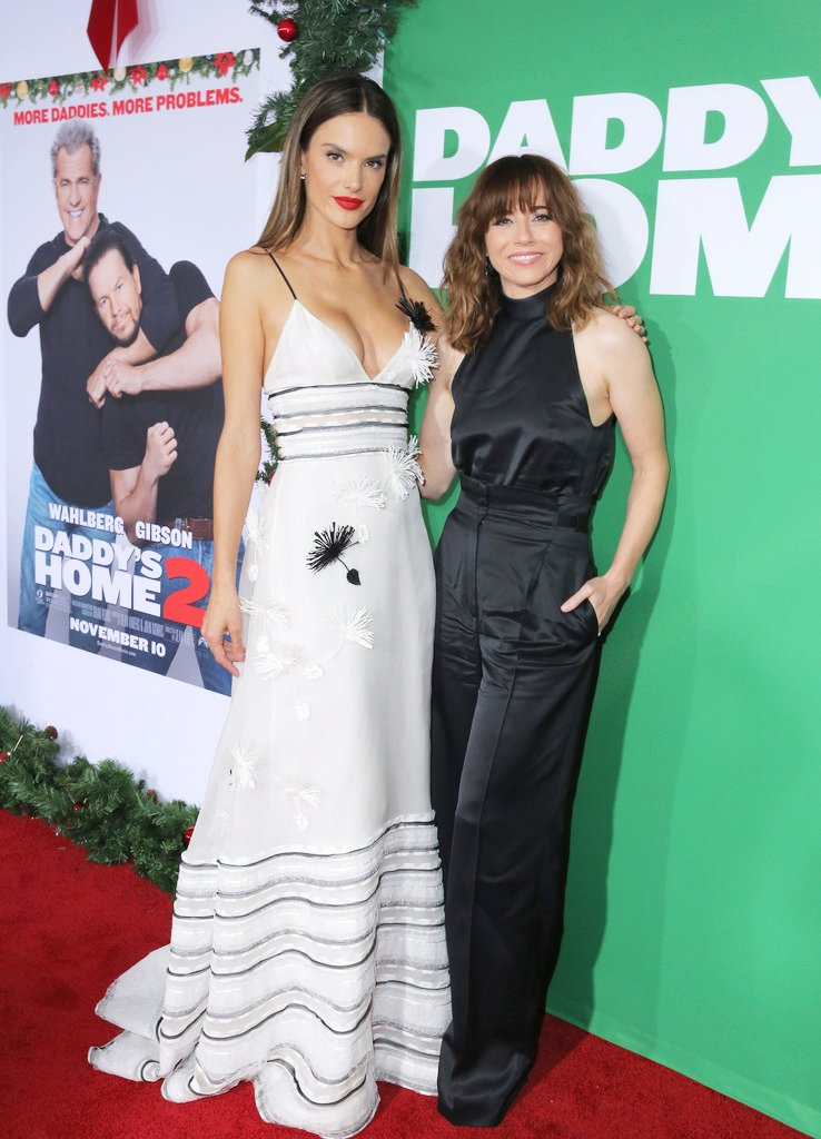On the red carpet with @lindacardellini for @DaddysHome #DaddysHome2 https://t.co/CRigu1nmYC