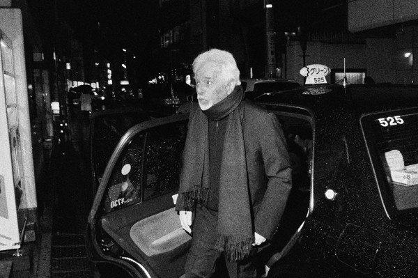 写真展「菊池茂夫が撮るホドロフスキー」開催、来日時のオフショットなど展示 htt...