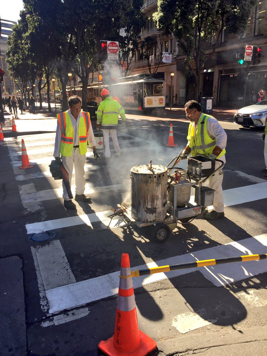 From repainted crosswalks to golden light posts, @FixItTeamSF is hard at work partnering with City agencies to beautify #SF neighborhoods. <br>http://pic.twitter.com/0U3NqH1bVq