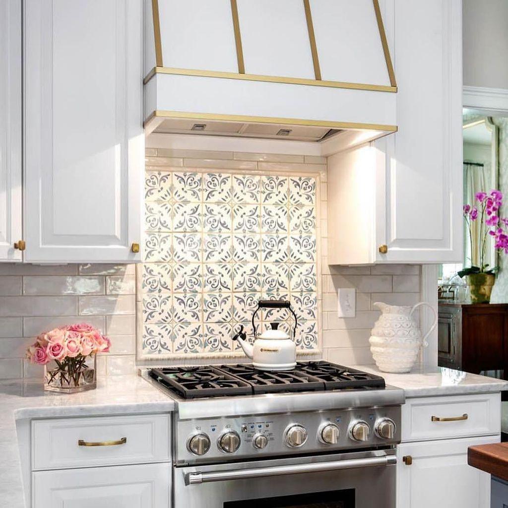 Walker zanger walkerzanger twitter features our duquesa catarina hand painted tile over the stove design by christyrdavis walkerzanger duquesa whitekitchen httpift2ahzeh8 dailygadgetfo Gallery