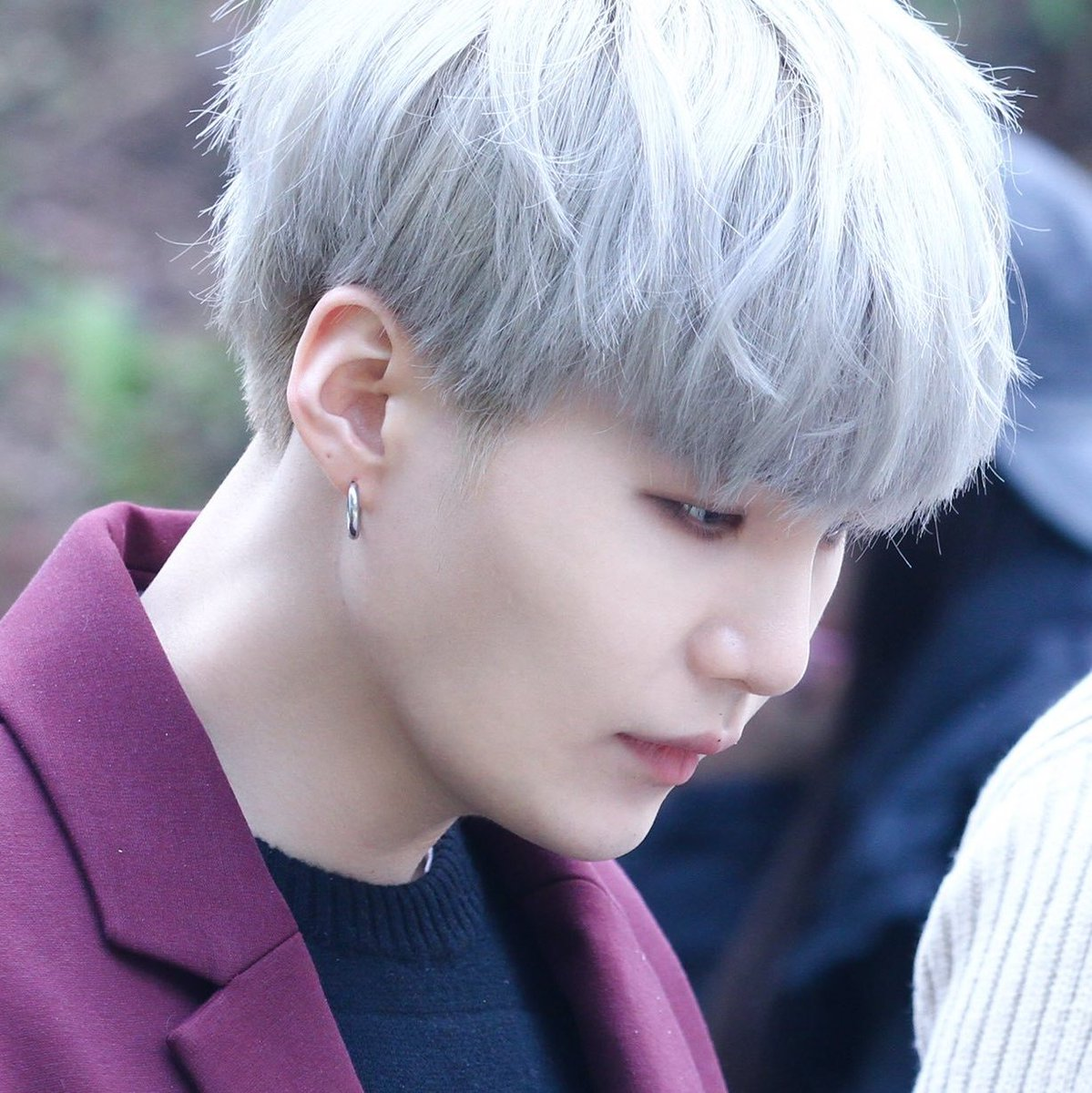 Tiffany On Twitter Yoongi Looks Really Good With Silver Hair Tho