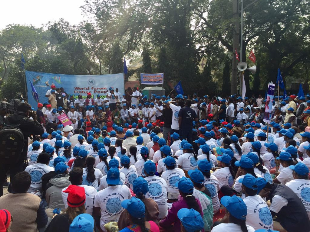 #WorldFisheriesDay in New Delhi. @WorldFishers @NFF_India2017 marched on Parliament Street to oppose #OceanGrabbing #privatisation <br>http://pic.twitter.com/ogvdhRsHfH