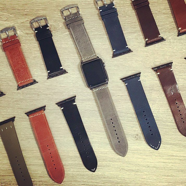 Nous avons du mal à choisir ce matin Hard to choose today  #applewatch #apple #lifestyle #watch #applewatchband #fashion #tech #technology #iphone #ipad #menfashion #retro #vintage #style  http:// ift.tt/2zZPqko    pic.twitter.com/UPCgcH18NJ