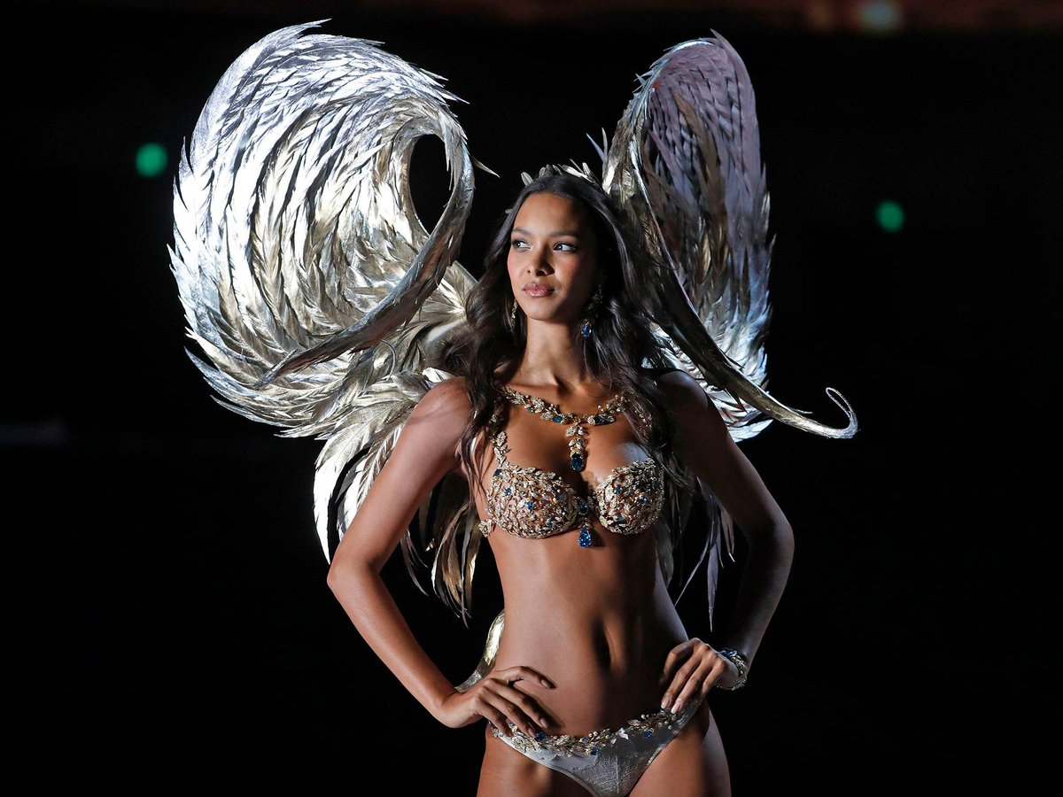 #Victoria's Secret #FashionShow 2017: #Bella Hadid, Karlie Kloss and more hit the runway in #Shanghai:  http://www. mambolook.com/link/13752059  &nbsp;  ,  http://www. mambolook.com/fashion  &nbsp;  <br>http://pic.twitter.com/dcmyDtrgXh