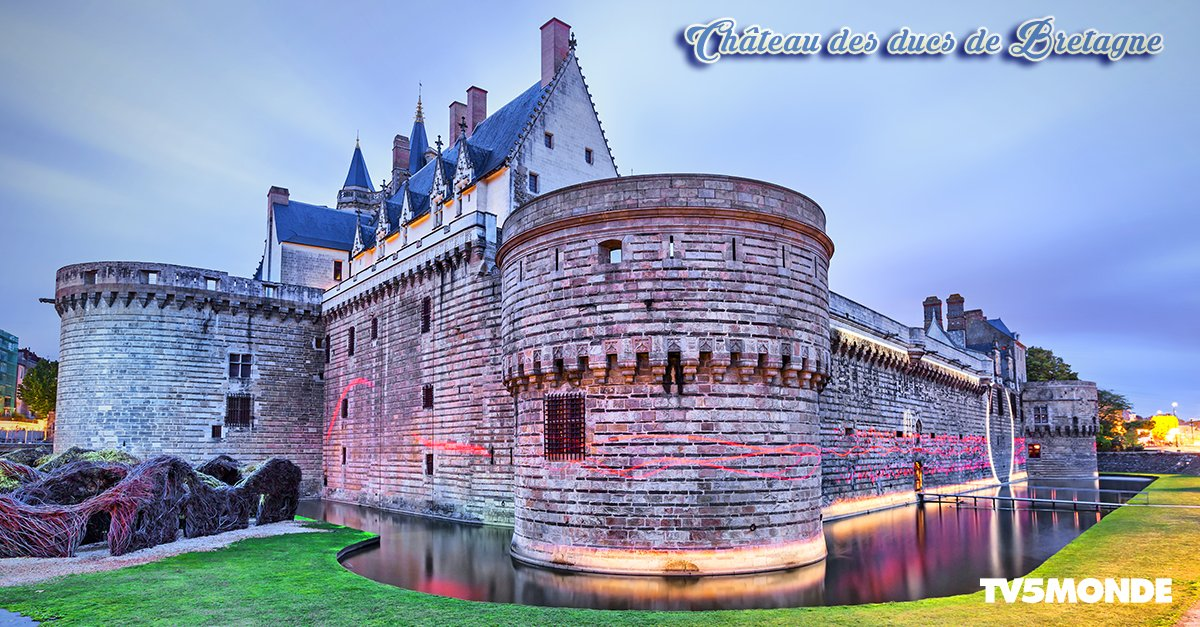 This chateau was the centre of the historical province of #Bretagne until 1941. #Nantes #MagnifiqueFrance #travel<br>http://pic.twitter.com/oNYypXJFSP