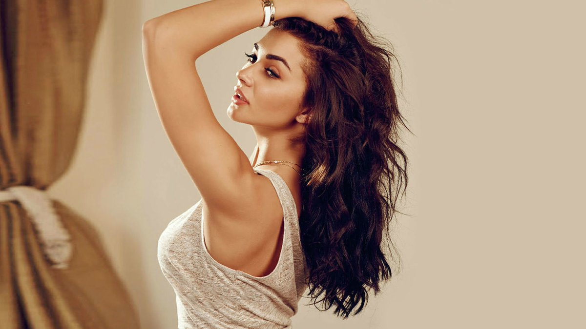 Amy Jackson goes in the opposite direction of Sivakarthikeyan! #AmyJackson @iamAmyJackson #Television #2.0 #SUPERSTAR #Shankar  Read more  http://www. galatta.com/tamil/news/amy -jackson-goes-in-the-opposite-direction-of-sivakarthikeyan/95131/ &nbsp; … <br>http://pic.twitter.com/Y3N64eYliD