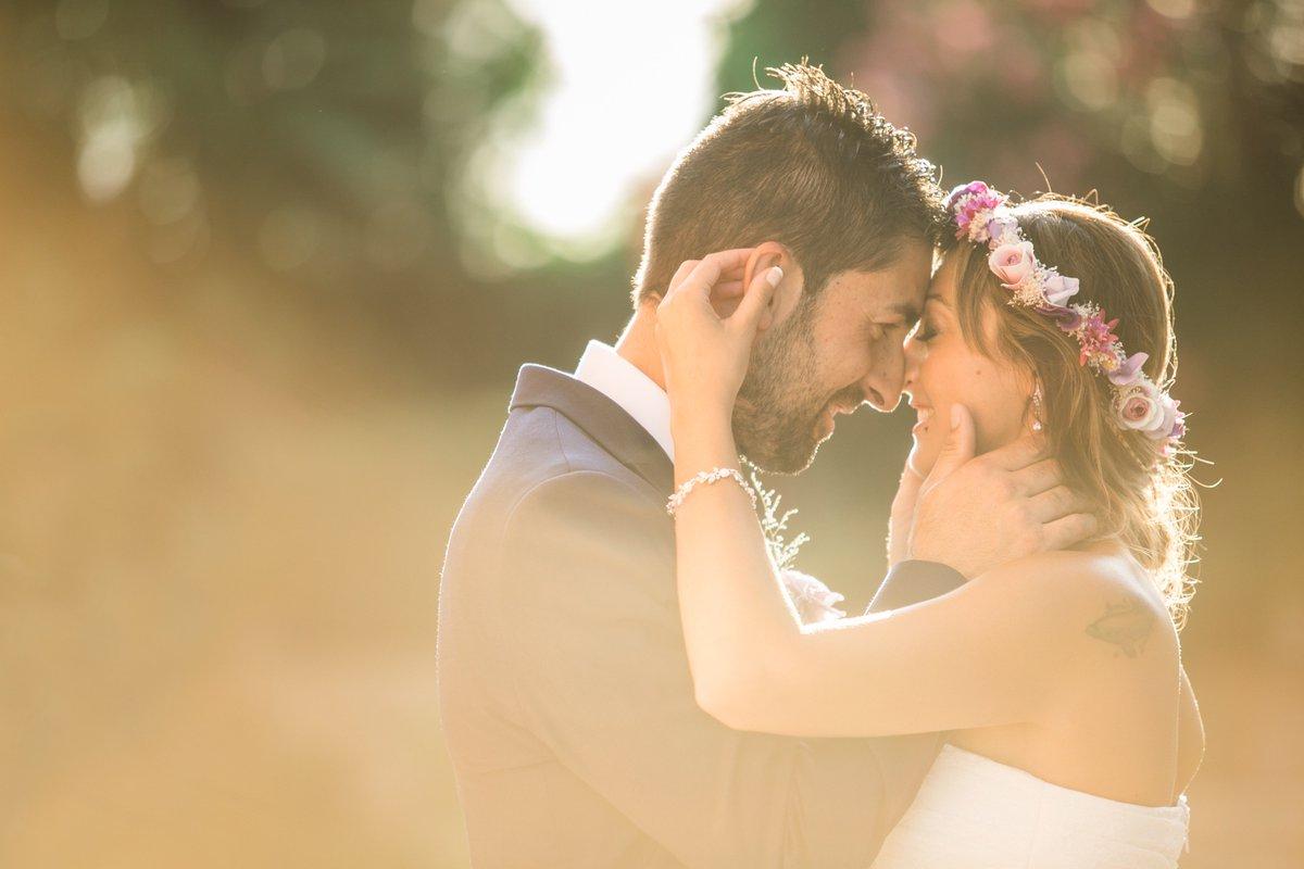 Lidia + Carlos. Preciosa boda al atardec...