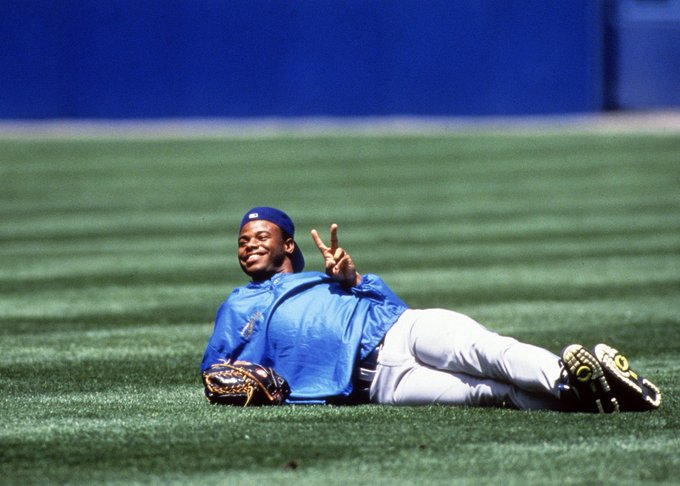 A very Happy 48th Birthday to former centerfielder/current Hall of Famer, Ken Griffey, Jr!