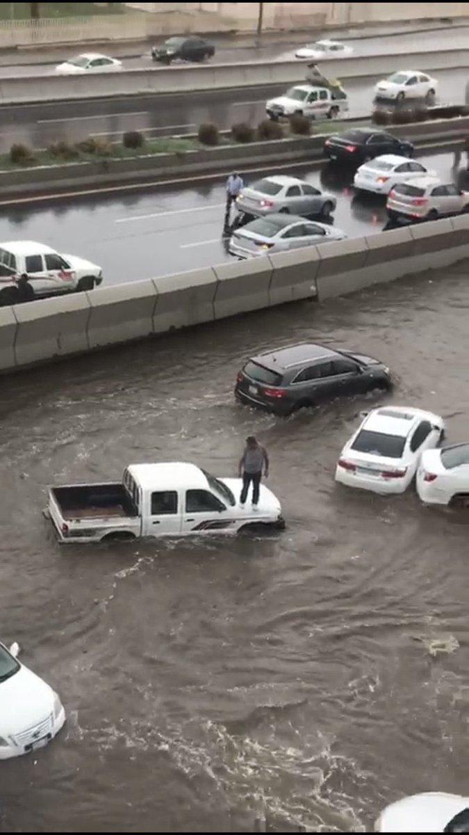 صور تُظهر شوارع جدة وتكدس المركبات بسبب...