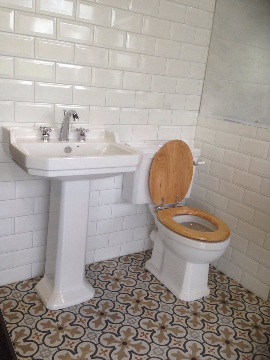Check out our traditional display in @PotterPerrin with Imex Wyndham, the ideal setup for that classic bathroom, visit  http:// buff.ly/2zSRTz6  &nbsp;   for inspiration #bathroomdesign #PBGstyle<br>http://pic.twitter.com/vh45lyZV5B
