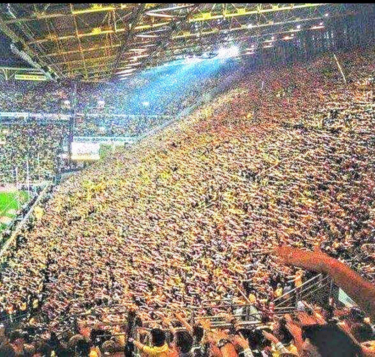 Broussia Dortmund's yellow wall, a stunning sight @BVB #BVB #BroussiaDortmund<br>http://pic.twitter.com/tkvsDBKZTY